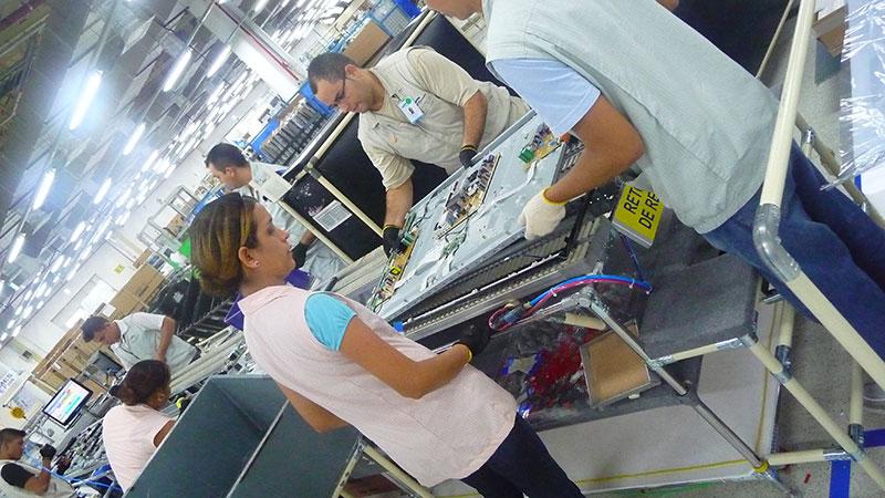Visita à fábrica de TVs da Samsung, em Manaus (2011)