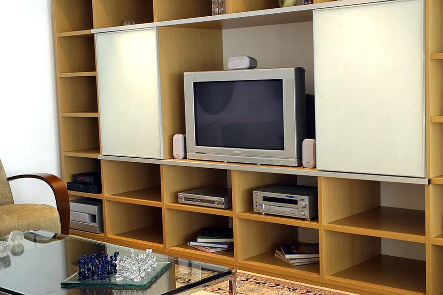 """Home theater com TV de tubo, então chamados """"flat TVs"""" (1998)"""